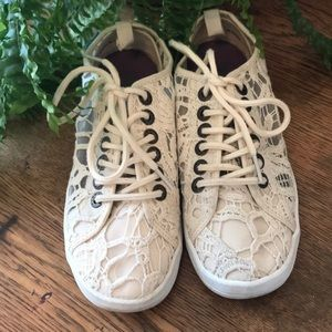 💥 4/20$💥   BLOWFISH Lace Tennis Shoe